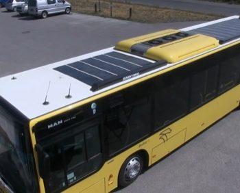 クルマに貼れるソーラー発電シート MiaSole